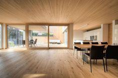 Einfamilienhaus# Götzis# moderner Holzbau# Lehmputz# Holzfassade# moderne Architektur# Design haus# luxsushaus mit pool