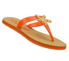 Give mom some star quality style with the Poolsiders – Color Pop sandal. ($35)