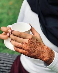 Pretty Henna Designs, Floral Henna Designs, Latest Henna Designs, Finger Henna Designs, Basic Mehndi Designs, Legs Mehndi Design, Mehndi Designs Feet, Stylish Mehndi Designs, Henna Art Designs