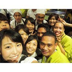 Instagram【maaaaahho】さんの写真をピンしています。 《お会計してたら、ぴくちゃーぴくちゃーぴくちゃーぴくちゃー!って言いながら厨房の人もレジの人もみーんな大集合!!😊(笑) 入りきれてない店員さんめっちゃおったww みんな笑ってるのが好き!!( ´﹀` )💓💓 #philippines#pacificceburesort #Cebu #graduationtrip #pediatrics#nurse#フィリピン#セブ島#卒業旅行#ゼミ旅行#小児ゼミ #lantaw#restaurant#ランタウ#水上レストラン#夜景#マクタン島#mactan#mactanisland #みんな笑顔#みんな優しい#friendly#ごちそうさま#ブスナコ#ブスナミ#ありがとう#サラマト#salamat #加工無し#nonfilter》