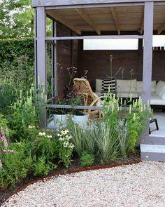 De buitenkamer van je dromen, van buiten naar binnen Garden Yard Ideas, Garden Paths, White Gardens, Small Gardens, Rose Trellis, Natural Stone Wall, Diy Terrasse, Wooden Terrace, Dry Stone