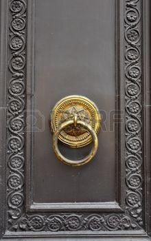 Portes Anciennes: Cette Photographie Représente Une Poignée De Porte  Ancienne Banque D
