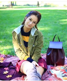 Emma Verde, Photos Des Stars, Fashion Mode, Amelie, Youtubers, Windbreaker, Bomber Jacket, Cute Outfits, Photo And Video