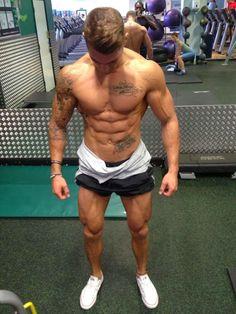 Le corps tout en muscles de Ross Dickerson