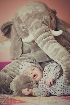 Dormir con el señor elefante | sesión recién nacido | sleep with Mr. elefant | newborn shooting | gala martínez | 274km