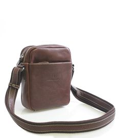 a0a1740ae0 Hnědá kožená taška na doklady Hexagona. Taštička má dvě hlavní přihrádky na  zip. Uvnitř