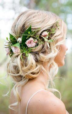 28 Wedding Hairstyles With Flower Crowns We LoveWedding Decor Ideas Page 2 #weddinghairstyles #weddingcrowns #weddingflowers