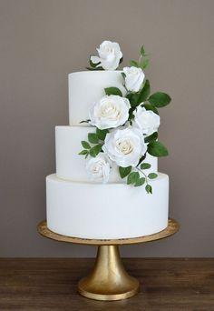 30 Simple Organic Green Wedding Cakes - Judy E. Rustic Italian Wedding, Italian Wedding Cakes, Wedding Cake Rustic, Elegant Wedding Cakes, Wedding Cake Designs, Wedding Cake Display, Rustic Cake, Elegant Cakes, Purple Wedding Cakes