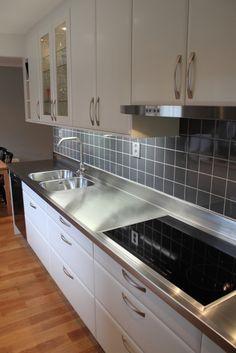 edelstahl arbeitsplatte, arbeitsplatte edelstahl, weisse fliessen ... - Küche Mit Edelstahl Arbeitsplatte