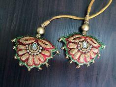 Saree Tassels Designs, Saree Kuchu Designs, Silk Saree Blouse Designs, Blouse Patterns, Diy Tassel, Tassel Jewelry, Mirror Work Blouse Design, Bullion Embroidery, Simple Blouse Designs