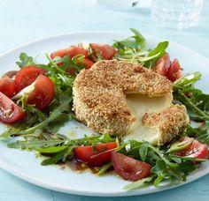 Knusper-Camembert und Tomaten-Rauke-Salat - [ESSEN UND TRINKEN]