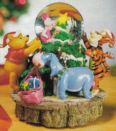 Disney Snowglobes Collectors Guide: Winnie the Pooh Christmas Snowglobe