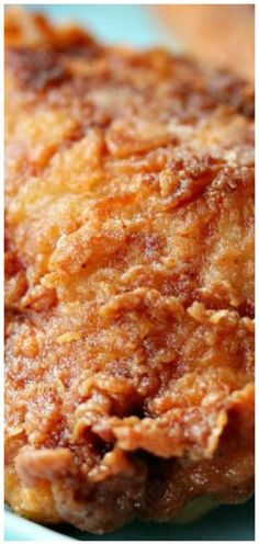 Popeye's Fried Chicken Recipe - When I lived in Atlanta, there was a Popeye's Chicken on the corner near my sub-division. I might have to try this Popeyes fried chicken recipe copycat, for old time's sake! Pollo Popeyes, Popeyes Fried Chicken, Fried Chicken Recipes, Chicken Gravy, Copycat Popeyes Chicken Recipe, Roasted Chicken, Popeyes Gravy Recipe, Popeye Recipe, Okra