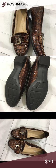 Naturalizer size 7 brown loafers. NEW Naturalizer brown size 7 loafers. NEW! Thanks for looking! Happy Poshing! 🌸👚👗 Naturalizer Shoes Flats & Loafers