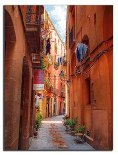 Narrow alley, Barcelona, Spain