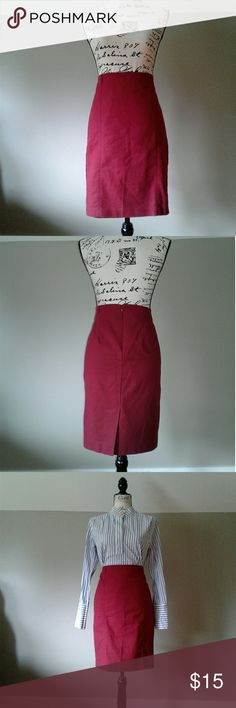 Pencil skirt 97% cotton, 3% spandex, pencil, lined, 22 inches in length, smoke free pet free environment. Van Heusen Skirts Pencil