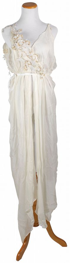 Spartacus: Females a Roman upper class gown made of white chiffon with gold inlays