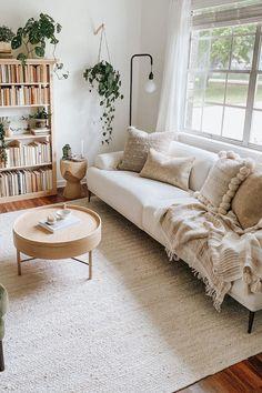 Cute Living Room, Boho Living Room, Home And Living, Bookshelf Living Room, Living Room With Plants, Living Spaces, Living Room Ideas, Earthy Living Room, Living Room Natural Decor