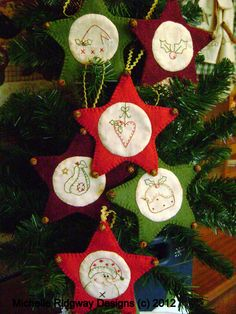 6 Mini Christmas Stars to decorate your tree or gifts.