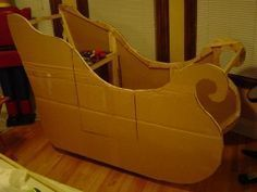 How to make a rolling Santa Sled Grinch Christmas Decorations Outdoor, Christmas Grotto Ideas, Xmas Decorations To Make, Christmas Sled, Christmas Float Ideas, Christmas Parade Floats, Christmas Program, Christmas 2017, Christmas Projects