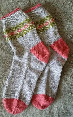 "To me, nothing says ""happy"" better than a cheerful pair of patterned socks - Knitting Diy Knitting Socks, Knitting Yarn, Baby Knitting, Knit Socks, Baby Boy Booties, Yarn Inspiration, Patterned Socks, Fashion Socks, Textiles"