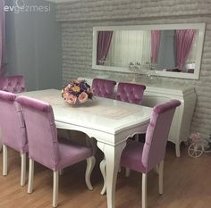 Classic style in warm colors: Derya's stylish and cheerful salon . – 2 - Decoration For Home Living Room Sofa Design, Bedroom Furniture Design, Dining Room Design, Home Decor Furniture, Home Decor Bedroom, Home Living Room, Living Room Decor, Dining Room Table Decor, Elegant Dining Room
