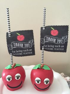 Straight from the orchard & expertly paired with gourmet treats, our baskets are ripe for delivery. Chocolate Covered Apples, Chocolate Dipped, Caramel Apples, School Cake, School Treats, Chocolate Delight, Chocolate Treats, Fruit Basket Delivery, Halloween Candy Apples