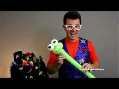 """▶ """"Balloon Animal Frog with Mr. Fudge"""" by @yourballoonman from YTEevents.com - YouTube"""