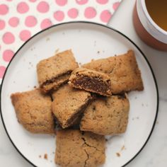 Are you a fig lover too? This homemade fig newton recipe makes for 18 gorgeously succulent bars and I just can't get enough of them. Madeleine Shaw Recipes, Fig Newton Recipe, Homemade Fig Newtons, Fig Rolls, Healthy Cookies, Plant Based Recipes, Yummy Cakes, Cookie Recipes, Bakery
