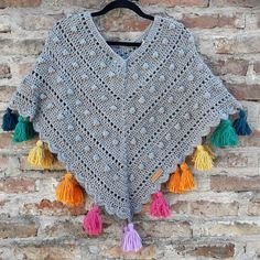 Crochet Patterns Coat Poncho Woven in crochet. Fleco pompon at the lower end made and placed … Poncho Au Crochet, Crochet Poncho Patterns, Crochet Coat, Crochet Scarves, Diy Crochet, Crochet Clothes, Crochet Baby, Crochet Santa, Crochet For Kids