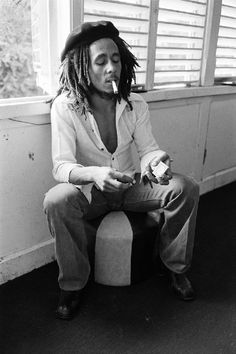 """I'm listening to Bob Marley and The Wailers. """"Stir It Up,"""" """"Could You Be Loved,"""" """"Easy Skankin'"""" & """"Satisfy My Soul. Bob Marley Legend, Bob Marley Art, Reggae Bob Marley, Bob Marley Smoking, Bob Marley Pictures, Marley Family, Rasta Man, Marley And Me, Robert Nesta"""