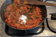 Korea Street Food, Mumbai Street Food, Thai Street Food, Indian Street Food, Indian Snacks, Indian Food Recipes, Ethnic Recipes, Architecture Design, Japanese Street Food