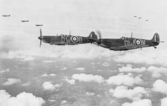 Just eight brave men remain of the near aircrew who served with the RAF Fighter Command during the main Battle of Britain. The battle was crucial in stopping a Nazi invasion. Ww2 Aircraft, Fighter Aircraft, Aircraft Photos, Military Aircraft, Fighter Pilot, Fighter Jets, Hawker Hurricane, Supermarine Spitfire, Ww2 Spitfire
