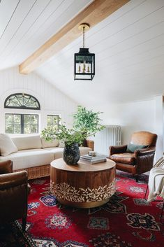 9 tips to choose the right pendant light design for your space.