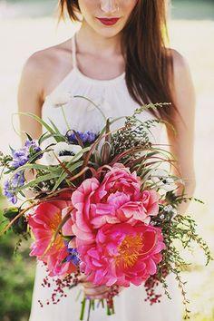 bohemian bridal style - bouquet by Ashlilium, dress by BHLDN, photo by Erik Clausen | http://junebugweddings.com