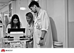 """Audrey, Anaïs et Mathieu, étudiants en médecine / MACSF - Exposition """"Hospitalier en lumière"""""""