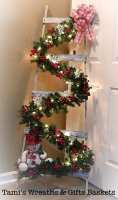 Christmas Staircase, Wooden Christmas Trees, Christmas Swags, Noel Christmas, Rustic Christmas, Christmas Crafts, Christmas Ornaments, Classic Christmas Decorations, Xmas Decorations