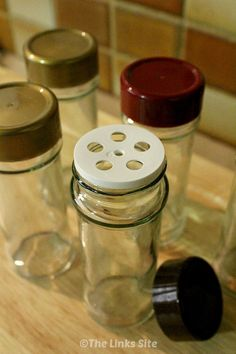 If your empty spice jars still reek of strong spices try this method to get rid of the nasty smell! thelinkssite.com