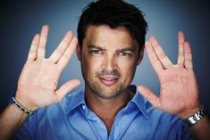 Karl Urban. Bones is definitely one of my favorite Trek characters. so snarky and sassy. // Eomer doing the Vulcan Salute (correctly)!