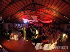ESTILO: Un ambiente único, dj para bodas y eventos tiene una atmósfera de luz y color para ese eventos tan especial.