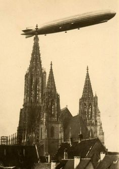 GERMAN AIRSHIP LANDS IN MOSCOW, SEPTEMBER 1930