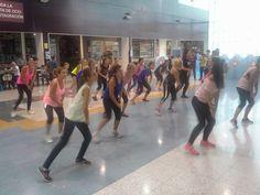 Dia Mundial del Corazón en el CC Alzamora. Clase abierta de Zumba del GImnasio Onsen en la planta de ocio