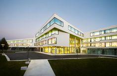 The New Ergolding Secondary School / Behnisch Architekten + Behnisch Architekten & Architekturbüro Leinhäupl + Neuber