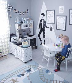 ~mini-kitchen~  Charlies favo är utan tvekan att leka i sitt kök/café  Förutom att köra radiostyrda - charnelia80
