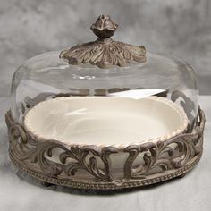 """GG Collection - 9"""" Covered Pie Plate with Glass Dome and Metal Base"""
