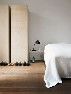 amazing bedroom - The home located in Hamburg, belongs to Wolfgang Benkhen, photographed by Marc Seelen for Elle Decor Italia House Design, Interior, Home, Home Bedroom, Bedroom Interior, House Interior, Interior Design, Plywood Interior, Minimal Bedroom