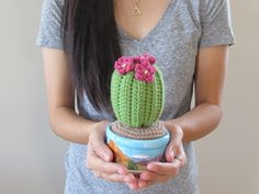 Cactus My sister is moving away for school! Since every new home deserves a plant, I decided to crochet her a cactus. She actually had a real cactus before, but it died! So my sister gave me the pot. Diy Crochet Cactus, Crochet Pot Leaf, Crochet Cactus Free Pattern, Crochet Home, Crochet Crafts, Crochet Flowers, Crochet Projects, Crochet Patterns, Pink Flowers