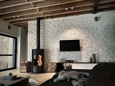 Stuv 30 Fireplace Feature Wall, Brick Feature Wall, Feature Wall Living Room, Home Fireplace, Fireplace Remodel, Fireplace Design, Fireplaces, Home Interior Design, Interior Architecture