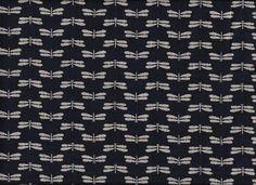 Toller Kokka-Stoff mit kleinen Libellen. Das Muster ist ja ein bisschen psycho, oder? Aber sp schön grafisch-niedlich, nicht? Den Stoff gibt es hier: http://www.kiseki.de/de/stoffe/blaustoffe/info/libellen-gross-indigoblau/