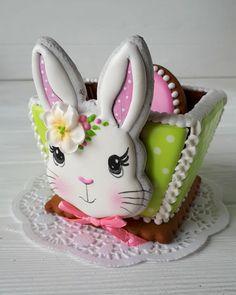 Пасхальная корзинка из программы мастеркласса 6 апреля в Одессе. Остальные пряники и подробности курса распишу завтра. Просто уже хочется… Sugar Cookie Icing, Iced Sugar Cookies, No Egg Cookies, Fancy Cookies, Easter Cookies, Royal Icing Cookies, Cake Cookies, Cupcake Cakes, Easter Crochet Patterns